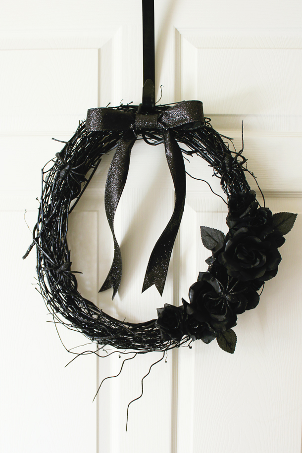 How to Make a Black Roses Halloween Wreath (via laurelandfern.com)